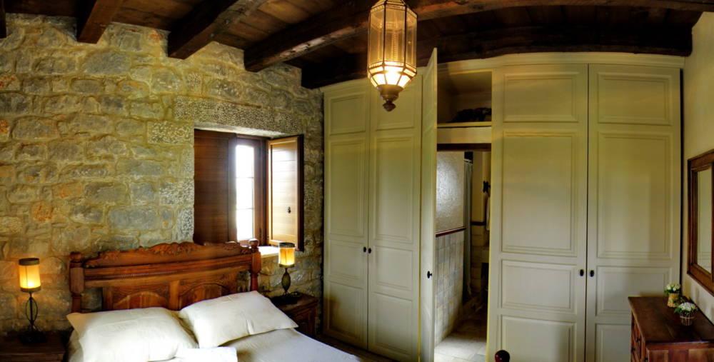 0012R12 - Mani, Peloponesse'de Dayalı Döşeli Taş Ev