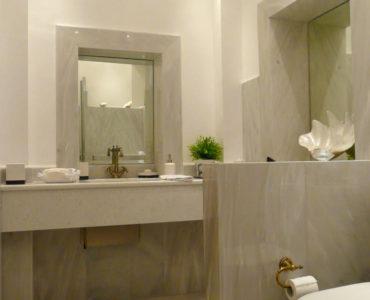 1F bathroom grey 370x300 - Amaliada, Peloponesse'de 500 m2 villa + üzüm bağı