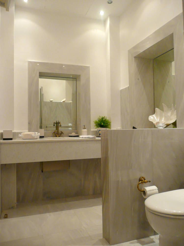 1F bathroom grey - Amaliada, Peloponesse'de 500 m2 villa + üzüm bağı