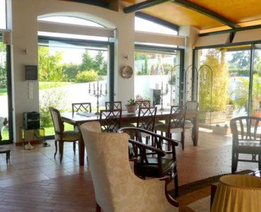 1F kioski 1 370x300 - Amaliada, Peloponesse'de 500 m2 villa + üzüm bağı