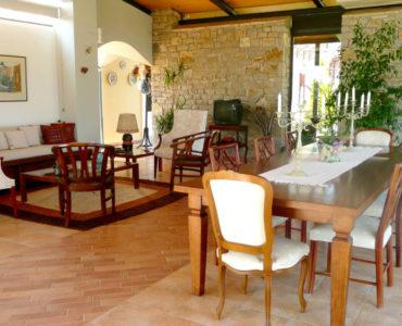 1F kioski 2 370x300 - Amaliada, Peloponesse'de 500 m2 villa + üzüm bağı