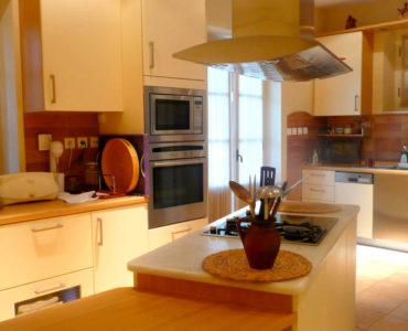 1F kitchen 370x300 - Amaliada, Peloponesse'de 500 m2 villa + üzüm bağı