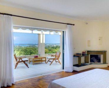 3 7 370x300 - Korfu Gouvia'da deniz manzaralı nefis villa