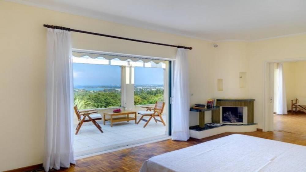 3 7 - Korfu Gouvia'da deniz manzaralı nefis villa