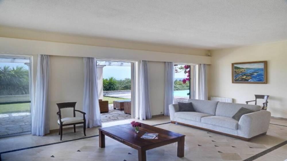 4 6 - Korfu Gouvia'da deniz manzaralı nefis villa