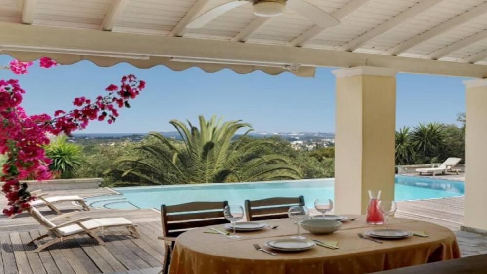 6 1 - Korfu Gouvia'da deniz manzaralı nefis villa