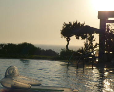 P1000141 370x300 - Kos Adası Denize Sıfır Tamamen Yenilenmiş Otel