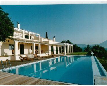 img 114101447 0004 370x300 - Korfu Gouvia'da deniz manzaralı nefis villa